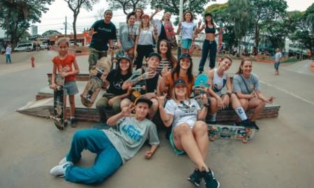 Gurias Skateboard se manifestam no Paraná
