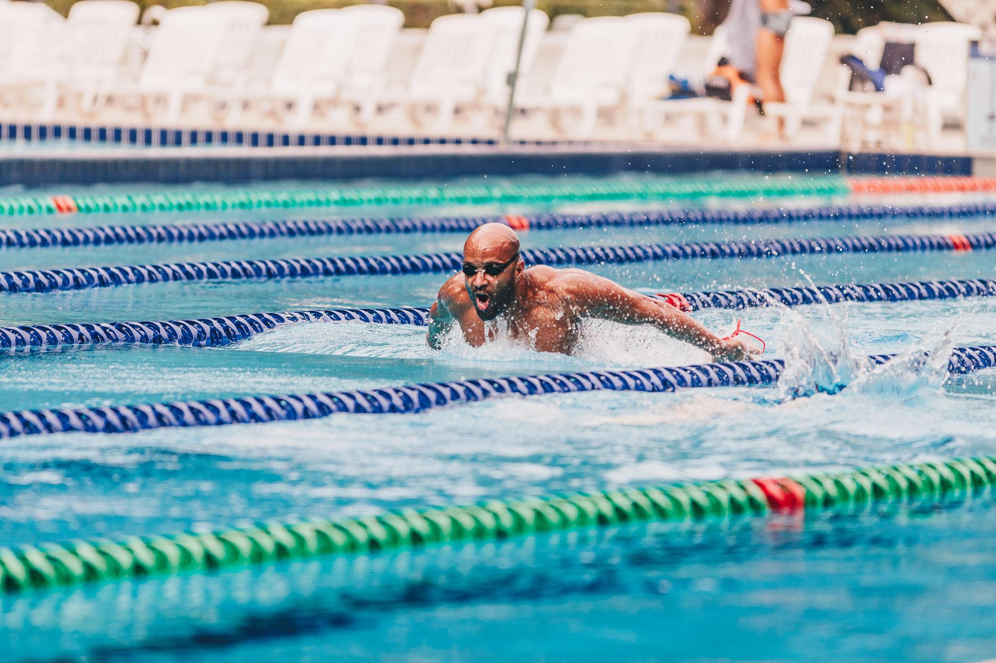Nadador em treino no Pinheiros (Igo Bione / Divulgação)