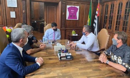 Secretário de Esporte do Estado de São Paulo recebe o presidente da SPSurf