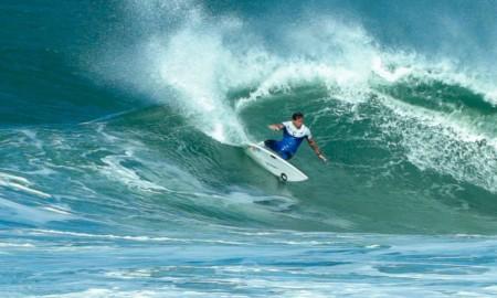 Thiago Camarão venceu a etapa brasileira do circuito Surf Web Series 2020