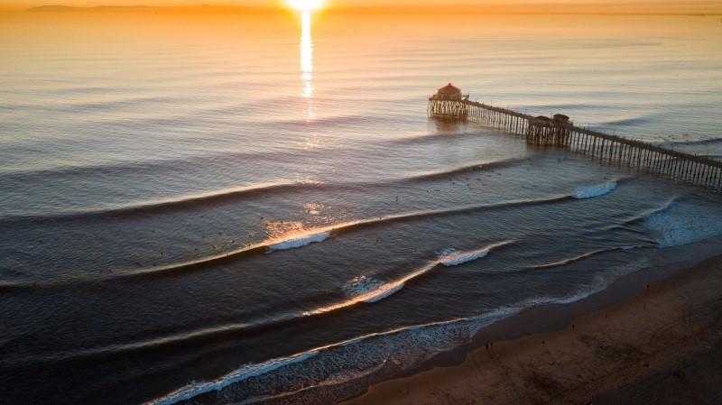 O famoso pier de Huntington Beach vai sediar o primeiro WSL Challenger Series de 2021 (Crédito: @WSL)