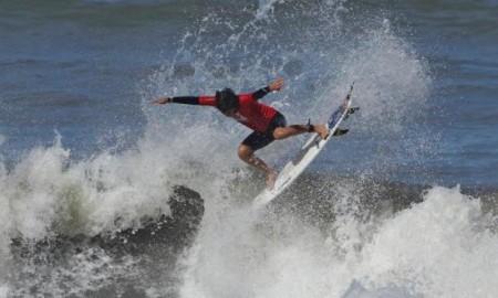 Surfistas de nove estados competem no Hang Loose Surf Attack 2021