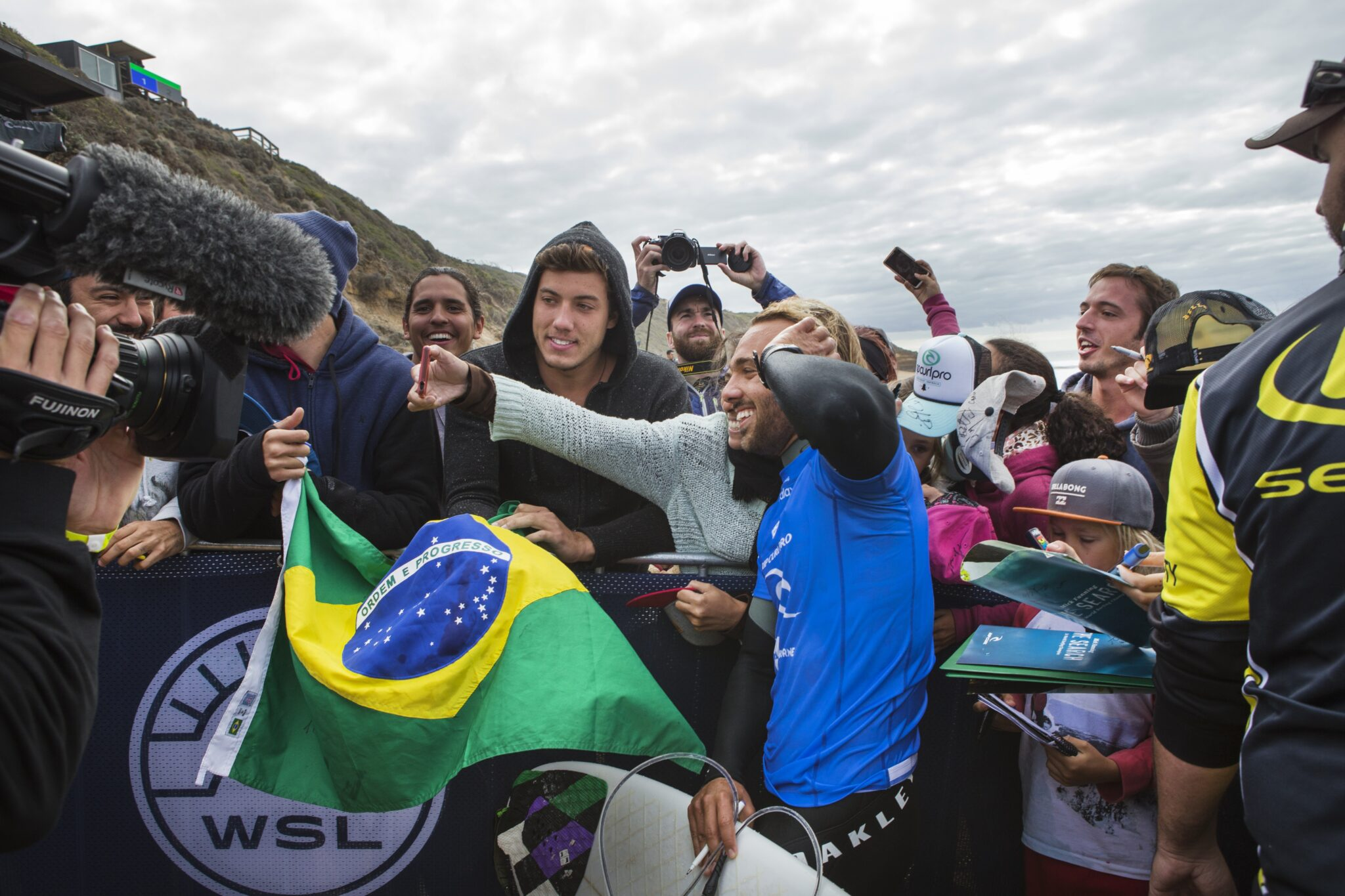 Caio Ibelli celebrating his win over John John Florence with his fans.