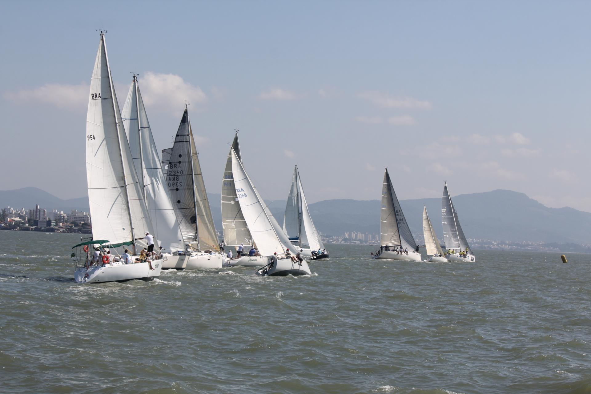 Flotilha oceânica do Iate Clube de Santa Catarina se \ Foto Danilo Caboclo/ICSC