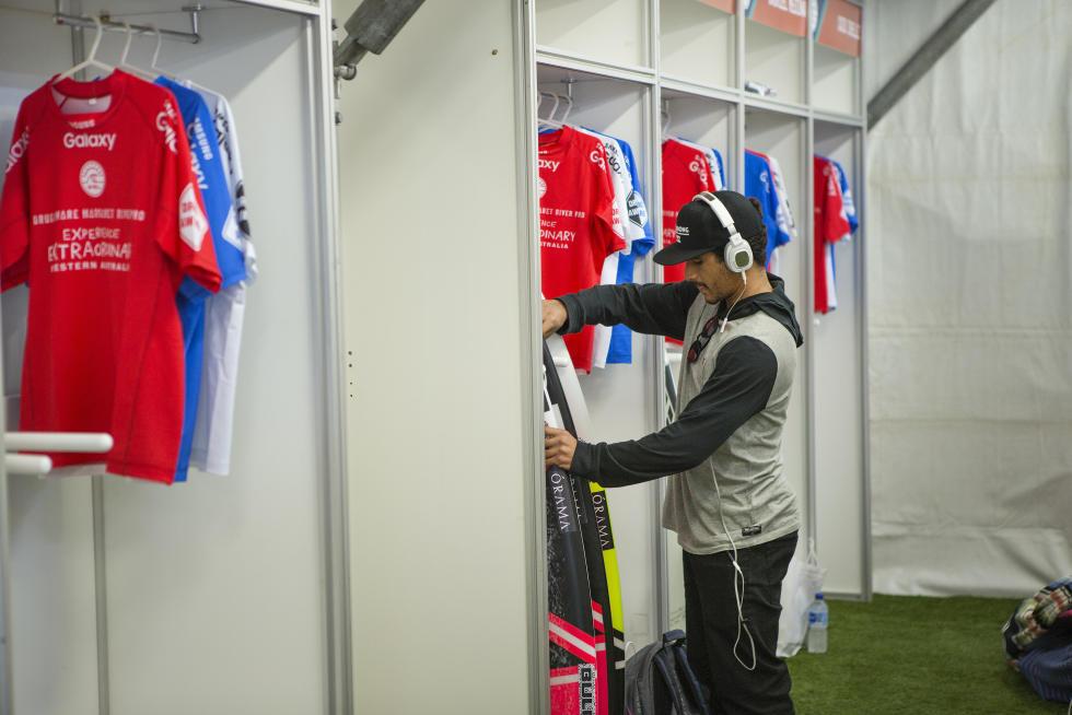 Italo Ferreira se preparando para o primeiro round  / Foto Kelly Cestari