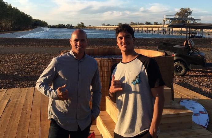 Kelly Slater e Gabriel Medina em piscina de ondas artificiais na Califórnia / Foto Divulgação