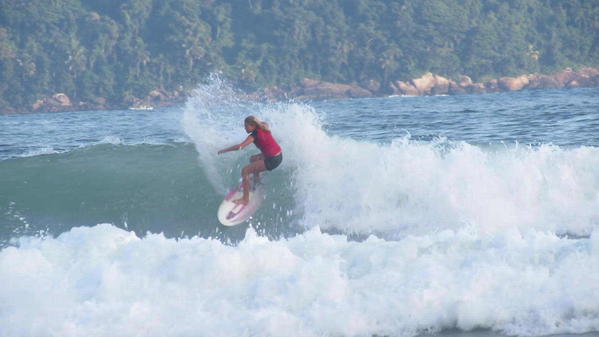 Mell treinando na Praia da Baleia / Foto Divulgação