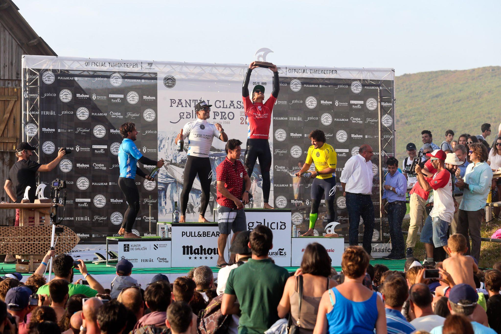 Michael Rodrigues (BRA), Kanoa Igarashi (JPN), Ian Gouveia (BRA) , Tomas Hermes (BRA) / Foto Masurel / WSL - Pantin 16