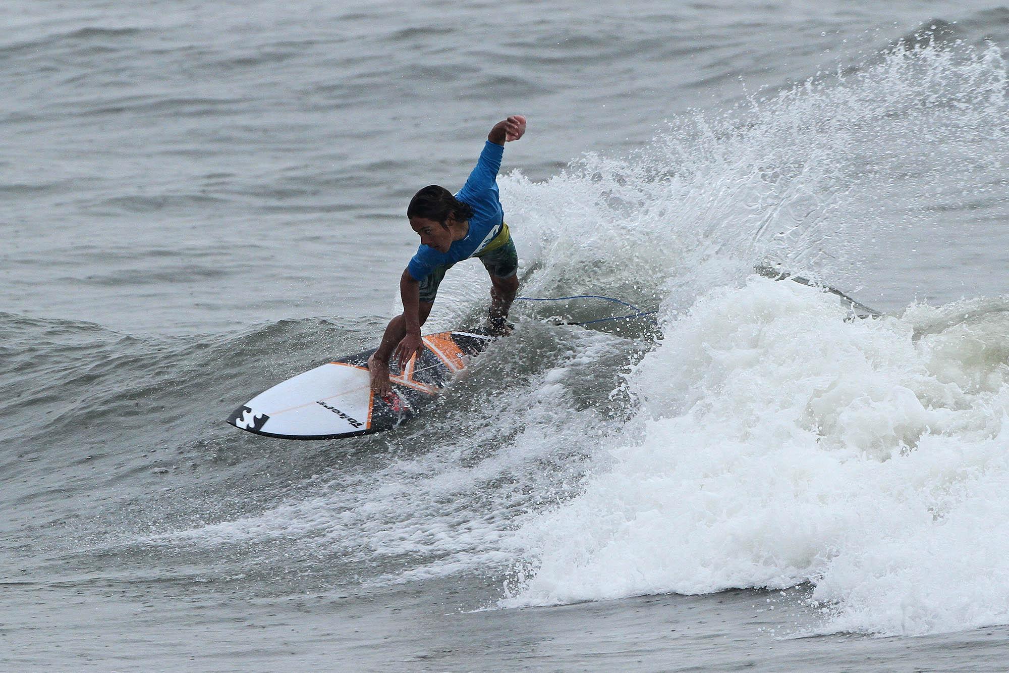 Lucas Vicente na abertura do Hang Loose Surf Attack / Foto Munir El Hage