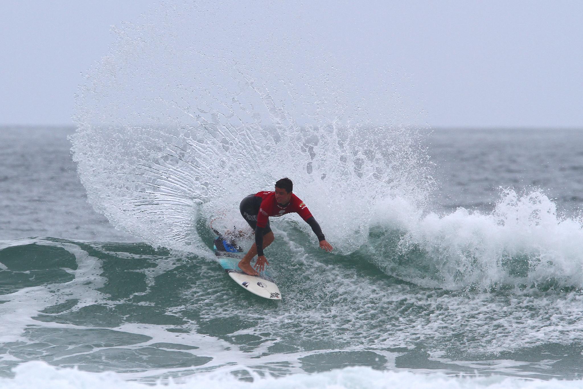Deivid Silva na Praia do Santinho / Foto Daniel Smorigo