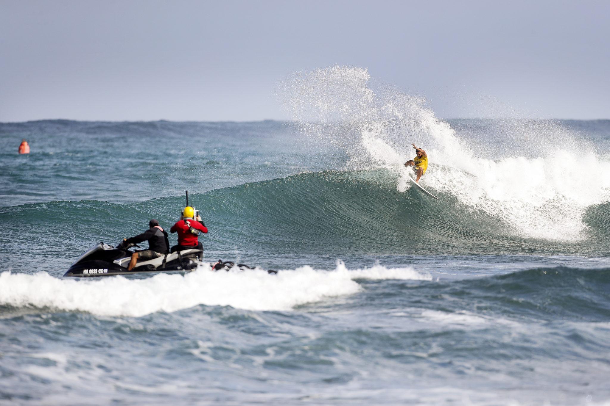 Tomas Hermes winning Heat 5 of Round Three at the Hawaiian Pro at Haleiwa, Hawaii today.