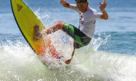 Everton Freitas vence surf treino no Guarujá