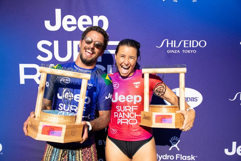 Os campeões Filipe Toledo e Johanne Defay / Foto Tony Heff