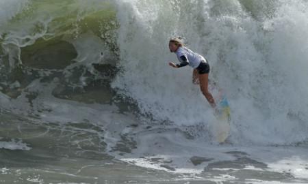 Yasmin Neves conquista título de maior onda surfada e termina na 3ª colocação no Paúba Super Tubos