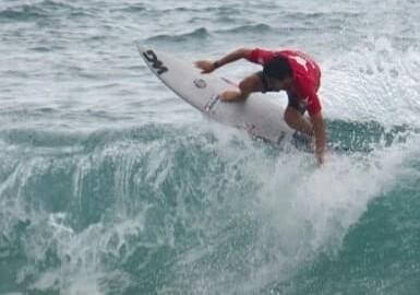 Lucas Cainan tem a melhor somatória no primeiro dia do Hang Loose Surf Attack